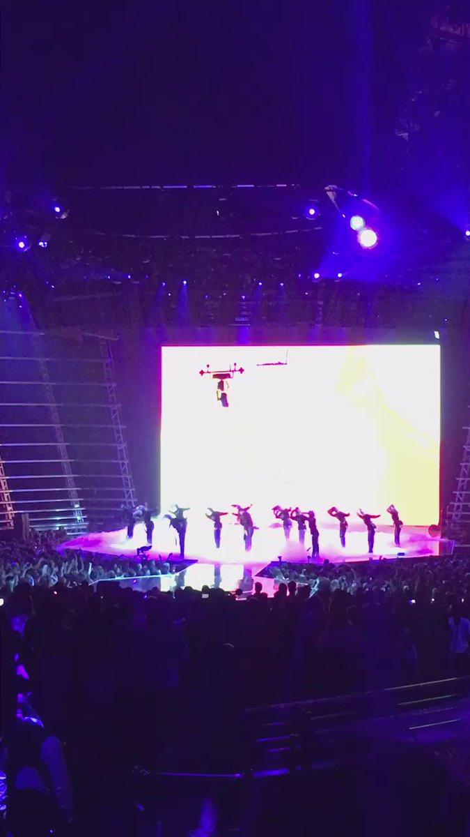 VMA'S last night !!! @rihanna ゚ᄂヤ゚ムプマᄏ゚ホᄂ゚ホル゚メᄚ゚メテ゚マᄑ゚ヤᆬ¬レᄀᄌマ゚メᆬ゚モᄌ゚ミᄏ゚リリ゚ミᄐ https://t.co/NQ6UxYMFym