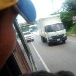 Denuncio que desde Camionetas del Sebin nos están lanzando bombas lacrimógenas cuando vamos en la vía hacia Clarines https://t.co/yOW3ExpsZJ
