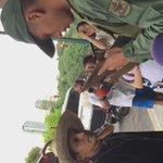 #PadreLeninBastidas sigue lidiando con la GNB en el CNE de Plaza Venezuela adelante Lenin! Aunque... lo veo solo😢 https://t.co/Gf26ipriIM