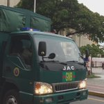 Envían contingente Militar al CNE centro y militares GNB cierran calle ante posible visita del padre Lenin Bastidas https://t.co/VAEKPakfy6