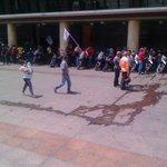 Así esta la Plaza Caracas. Puro efectos lo que ven por TV. No llenan ni la mitad de la misma. #1SPaCaracas https://t.co/eQpykl5mFK