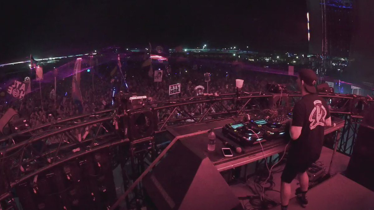 @Borgore burning down the main stage at @imaginemusicfes in Georgia. https://t.co/YqtAEKeALW