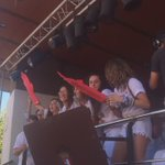 #Berriozar ya exprime sus fiestas con cohete homenaje al deporte femenino. Ongi pasa! #jaiezjai cc @nafar_telebista https://t.co/qz4t3Vl8DK