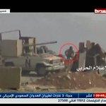 """جندي سعودي يرمي""""بسلاحة"""" ويفر ناجيا بحياتة,فلن ينفعة سلمان عندما يلقي مصرعة محور #الربوعة #عسير 2016-8-31 #نجران_الان https://t.co/0YZNyGxYqK"""