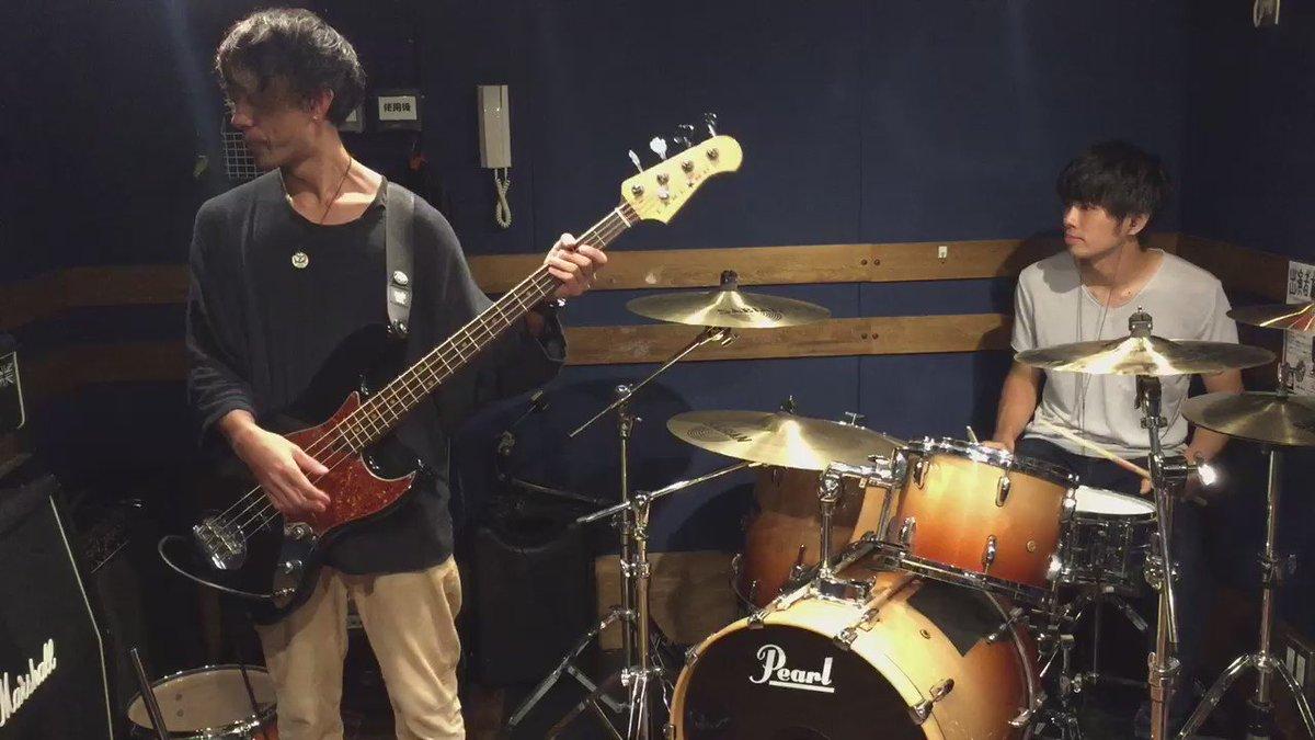 【演奏してみた】 すだっち(@sudatch)とやってみた第3弾。 RADWIMPS「ギミギミック」 #ドラムのオカズでゴハン #チョッパーでもゴハン https://t.co/DfrhVm65V4