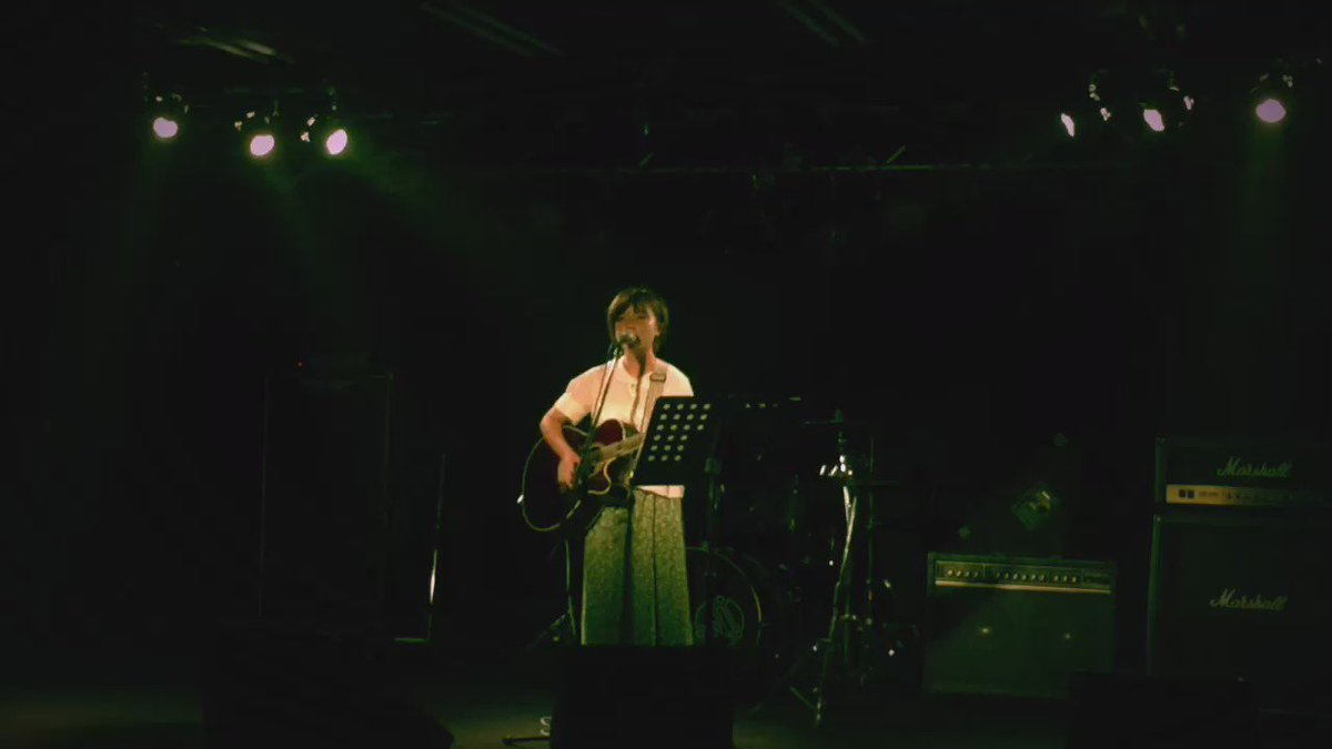 過去に何度もつぶやいてるんだけど、室田夏海の才能の凄さに毎回慄くよ。 上から目線とかそんなんじゃなくて、マジでこの子注目してほしい。 歌がめっちゃくちゃ良いの。 本当にいい歌を歌う。 オリジナル曲もどれもとても良いしね。 要注目。 https://t.co/fFCRMHd0vh