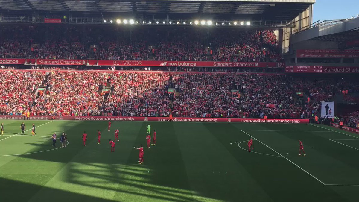The first You'll Never Walk Alone sung at Anfield for the season  #LFC https://t.co/PHZbY1mUcB