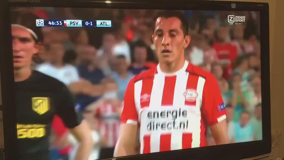 Je zal maar PSV fan zijn en dan het commentaar horen van Sierd de Vos na de gemiste pingel...
