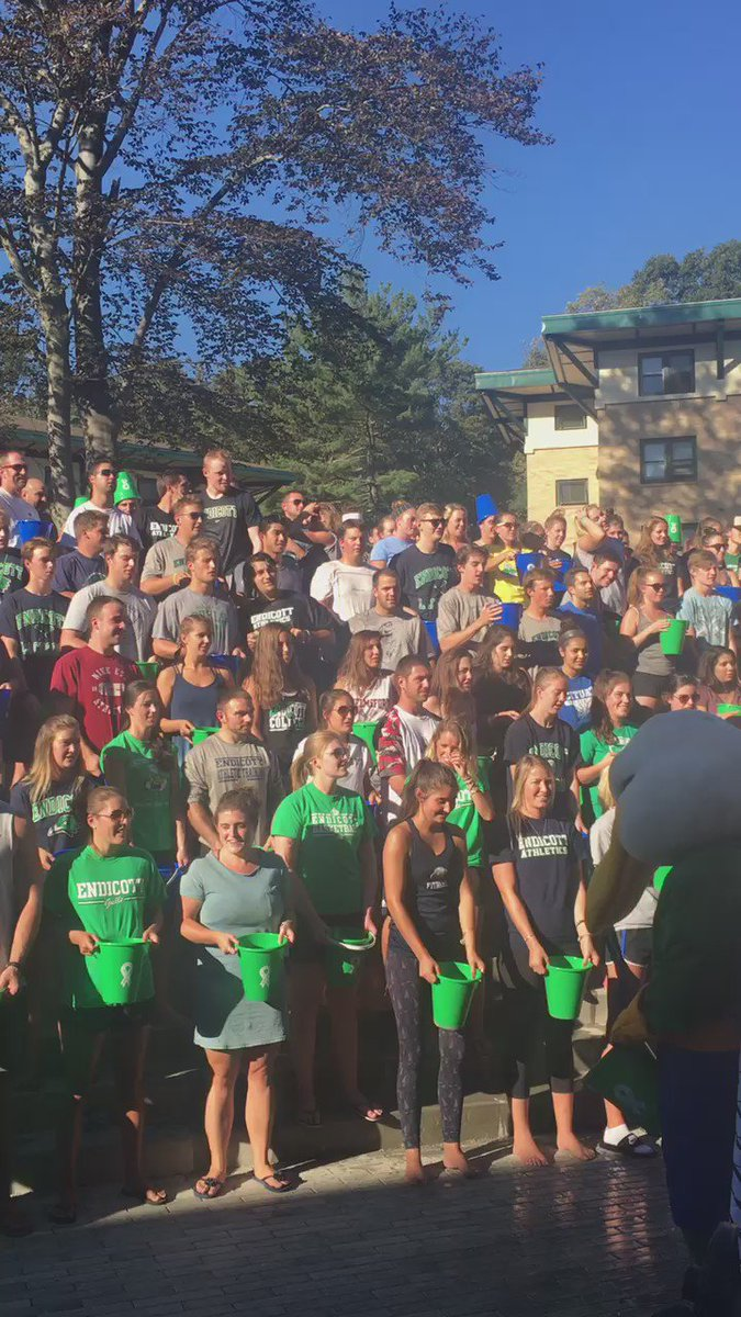 Approx. 1,500 of our students gathered for the largest #ALSIceBucketChallenge to date #teamfratetrain https://t.co/e7KUNEH9p9