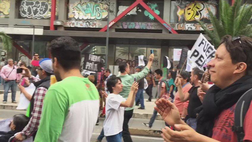 Por cierto, en la marcha #RenunciaYa esto no tuvo preeecio (via @mariocampos ) https://t.co/qwj4mdfKQK