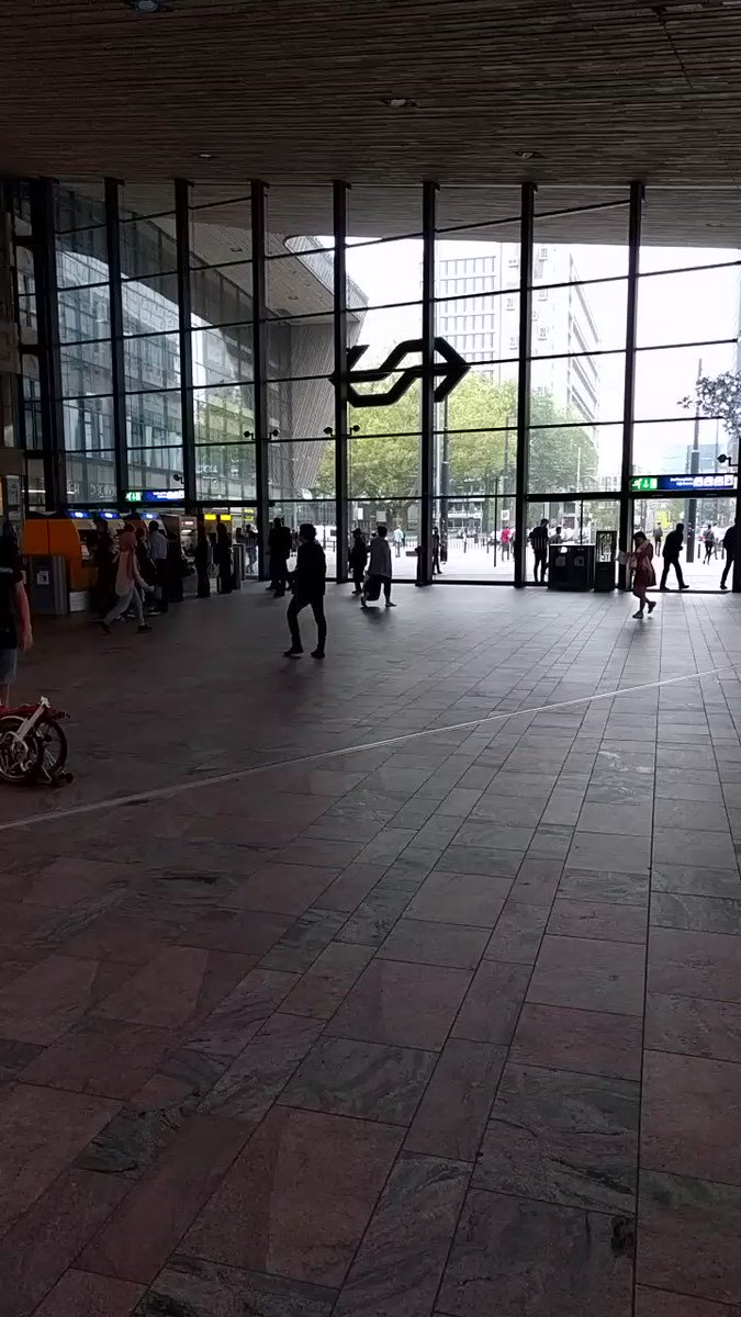 A member of the Brompton team showcasing the quickest way to leave Rotterdam station! #trybrompton https://t.co/NqzMic3d8H