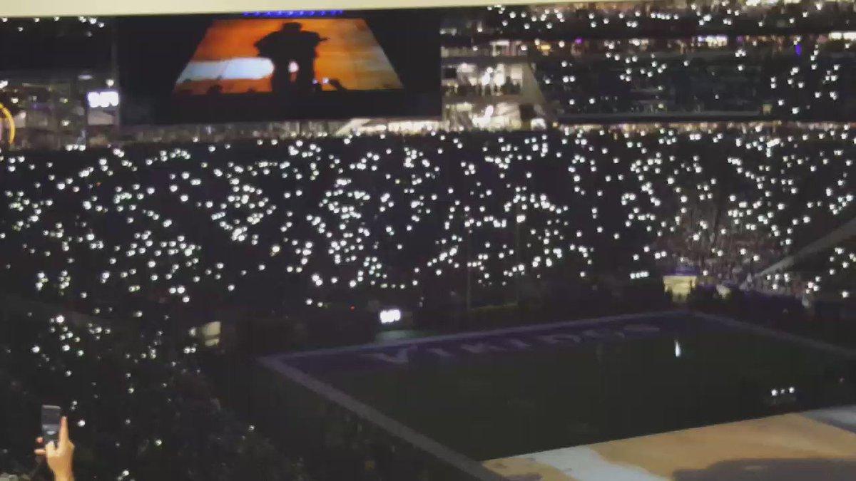 Video of some of the Purple Rain performance. #Vikings https://t.co/W6XwTT4BQJ