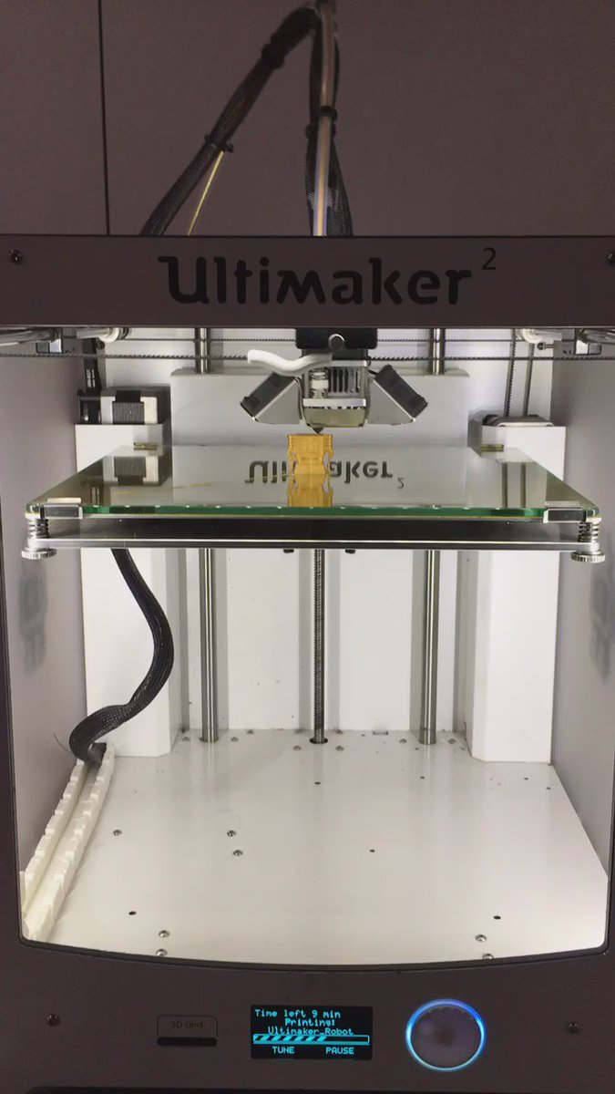 Ever seen 3D printing in action? Check out our little robot in the making! #NSLive courtesy of @MakersCAFE https://t.co/IYooCTeTQx