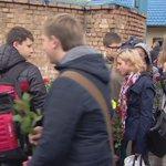 В Москве почтили память пожарных, погибших при тушении склада https://t.co/Q2oIOPOc1U https://t.co/yrWtpCQz7m