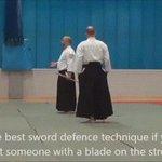 Мастер айкидо показывает как защититься от меча https://t.co/3dH8jLizLt