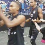 Gut gekämpft Jungs! Das Team bedankt sich nach dem Spiel bei den mitgereisten Fans. #BasketsSpirit https://t.co/pkBAgwOObh