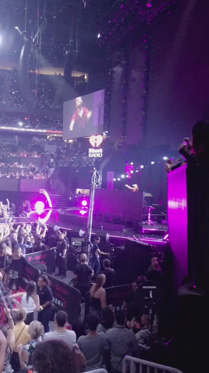 .@Zedd getting things going quick at the #iHeartFestival https://t.co/iTAWfMNbQE