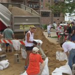 Someone ask for more sand? Coe members did at Newbo City Market for flood preparation efforts. #CoeCares #cedarrapids #Flood2016 https://t.co/Ea8n4rEV3V