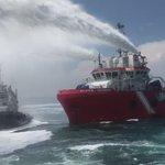 Trabajos para enfriar casco de buque Burgos de @Pemex @SEMAR_mx @SEMARNAT_mx @API_VERACRUZ #Veracruz https://t.co/HNbIfmtKP5