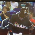 Dee Gordon wears Jose Fernández helmet to at bat and hits his 1st home run of the season #RIPJoseFernandez https://t.co/vu2DGEvnhu