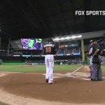 ホセ・フェルナンデスのヘルメットを被り打席へ入ったディー・ゴードンが、今季初本塁打!ダイヤモンドを一周する彼の目には涙が... https://t.co/Rl9AzCaRlK