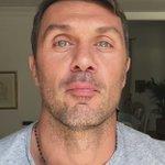 """#PaoloMaldini """"È un traguardo importante, ti stai ancora divertendo, continua a farlo finché puoi"""" #4X10 #Totti40 https://t.co/NEvXizVSgW"""