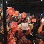 """Discours de Manuel Valls au congrès des HLM à Nantes interrompu par des """"locataires en colère"""". https://t.co/usLwtGSlZM"""