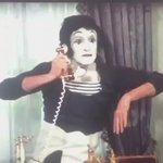 ¿Sabía ud que Marcel Marceau habló sólo en 1 película? Fue en esta y para responderle a Evelyn Matthei. 😆😆😆 #mimos https://t.co/OQBO6199Hm