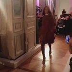 Rihanna entrando para encerrar a segunda parte do desfile 💕 #FENTYxPUMA https://t.co/gFS9SBkTka