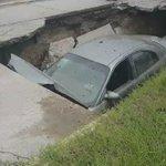 #LoÚltimo Colapsa tramo de la avenida Jalisco y se traga un auto https://t.co/19nnbTftIn  #madero #tampico https://t.co/9x4bmTDHXC