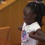 Estremecedor. Con 9 años muestra la crueldad y la injusticia del racismo en EEUU #StopRacismo https://t.co/h8QVQihW5E