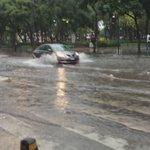 Inundada Avenida Juárez tras fuerte lluvia en el centro #CDMX. Vía: @ella_laquesefue https://t.co/FO92bkXn0T