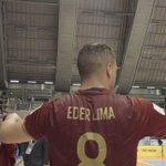 Трогательный момент на матче ЧМ по мини-футболу: игрок @TeamRussia Эдер Лима дарит майку слепому мальчику https://t.co/g2ZHU46aZt