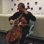 Сергей Ролдугин показал приобретенную для Дома музыки виолончель Страдивари XVIII века за $12 млн и сыграл на ней https://t.co/myCQuQJzIh