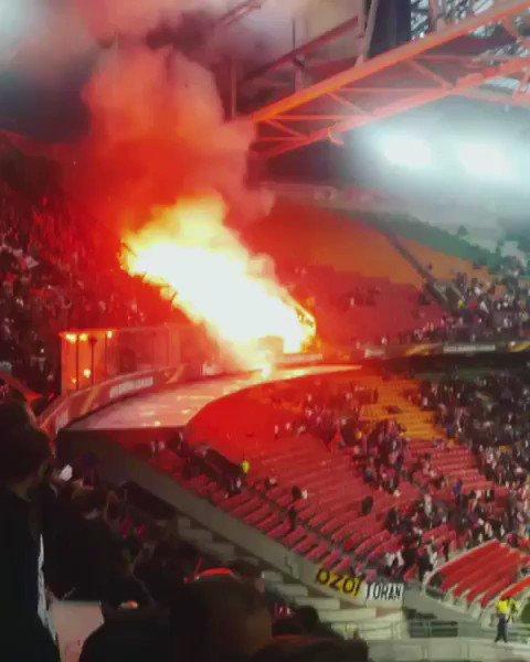 RT @TheAwayFansVids: Standard Leige away at Ajax tonight. 😨 https://t.co/z8SFscxYET