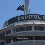 #ThisTown flag flying high over Capital Records in Hollywood! (via @honestniaIl) https://t.co/YT4AIZJnls
