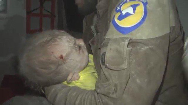 누가 전쟁을 말하나 지난 일주일 어린이만 100명이 넘게 숨졌다 https://t.co/ogyEy1ovJO pic via @JamesAALongman  #WhiteHelmet  #Aleppo. #Syria https://t.co/iISr6Roc44