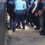#Video momento del arresto de manifestante antiPROMESA en el Caribe Hilton. https://t.co/JLZP3Y6RxR