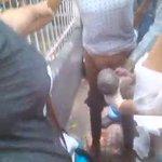 ¡INSÓLITO! MUJER DA A LUZ EN LAS AFUERAS DEL Hospital Central de Maracay https://t.co/15U9AJWx6j