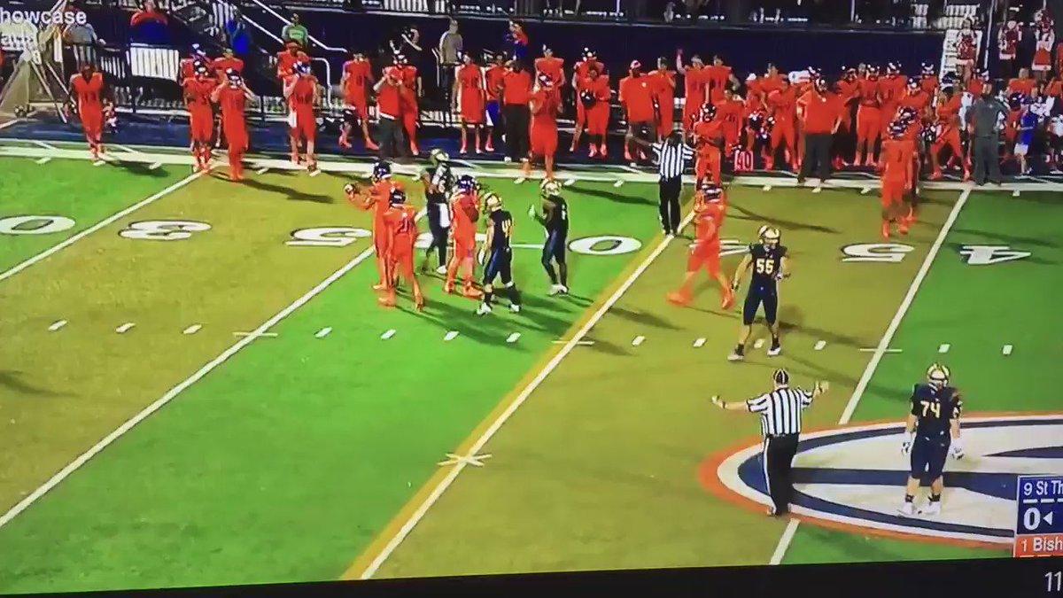 "Bubba Bolden giving Tyjon Lindsey an ""O-H"" after an interception https://t.co/zMKK6ZFPWZ"