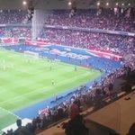 La joie des joueurs et des supporters après le doublé de Cavani #PSGFCGB https://t.co/6nKwOlmP3V