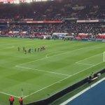 Communion des joueurs avec les 2 virages #Auteuil et #Boulogne cest beau ! Merci Paris 👏👌🔴🔵👊 https://t.co/3PYriJQZJe