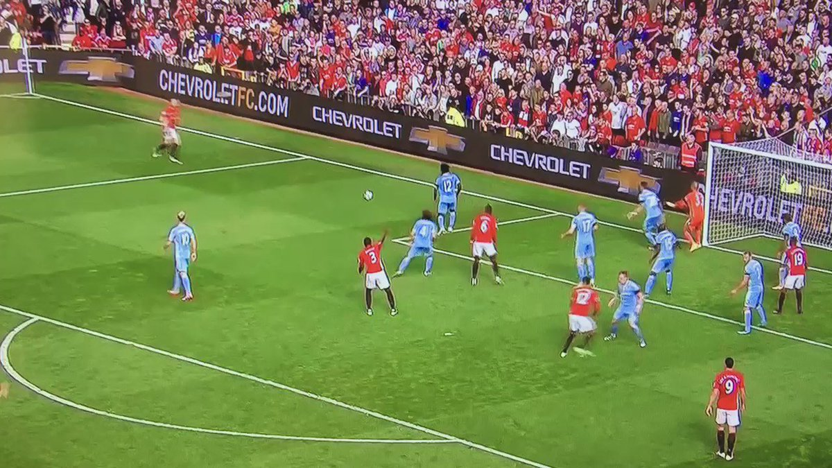 Comedy excursion into the opposition's penalty area by Eric Bailly. https://t.co/Via5CjxQlT
