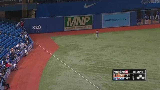 This is not the first time a Blue Jays fan has thrown a beer at an Orioles outfielder. From 2013 ... https://t.co/GqUQXbAehX