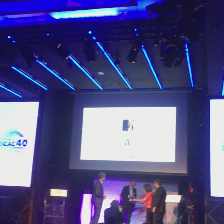 Plus de doute !!! C'est @srichard, le PDG d' @orange qui remporte le 2ème prix des TROPHÉES du #ecac40
