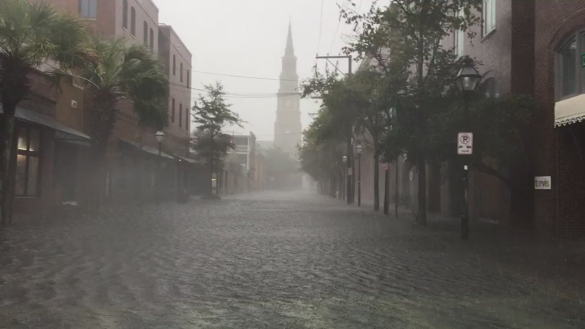 Hurricane #Matthew hammering #Charleston - Market & Church Streets flooding now. https://t.co/DRxarsS4UI