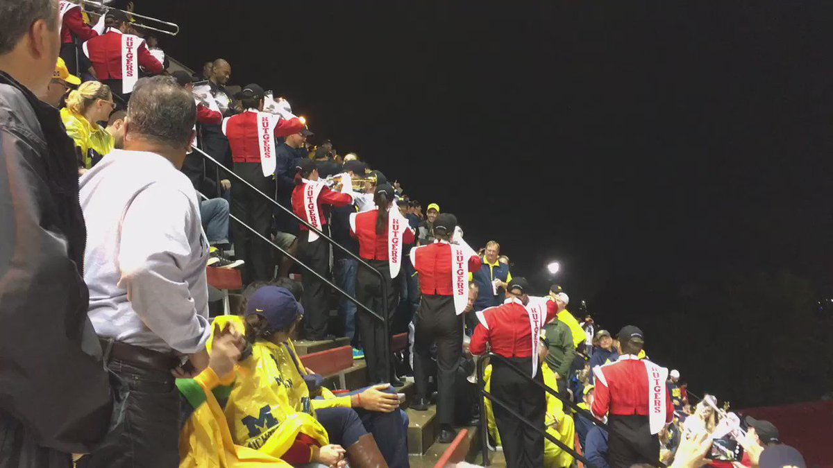 Now this is some first-class hospitality. Thank you, @RUMarchingBand. #GoBlue https://t.co/MUFle9AJup