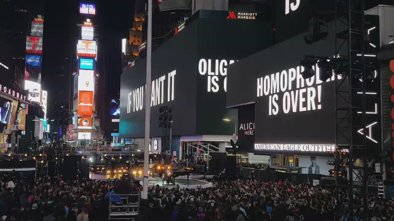 Happy birthday, @johnlennon. @aliciakeys performs 'Imagine' live in #TimesSquare with a message of hope and love. https://t.co/C7AOX1SFmH