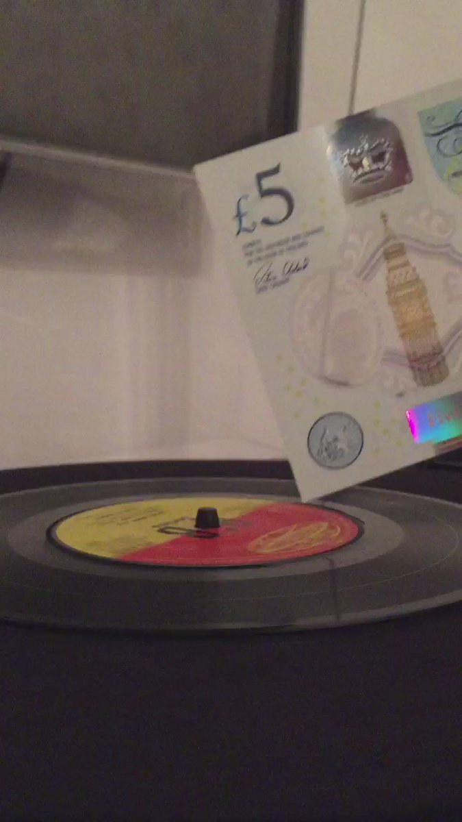 Wow! RT @EveryRecord: Bloody hell it actually works!  #playingrecordswithafivepoundnote https://t.co/XqdtNROCbK