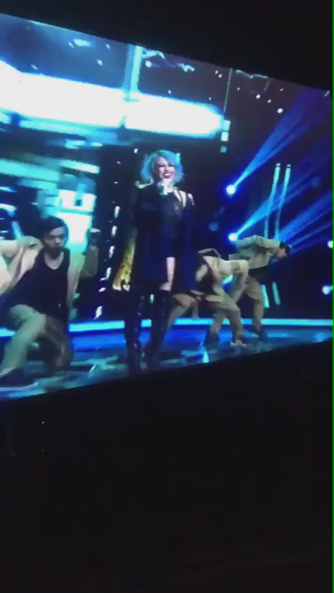 Nih rekaman video dari backstage bukti @agnezmo TIDAK LIPSYNC. Get your facts right sebelum 'cuap2' #AGNEZMOPGA2016 https://t.co/EmLPmx2Xli
